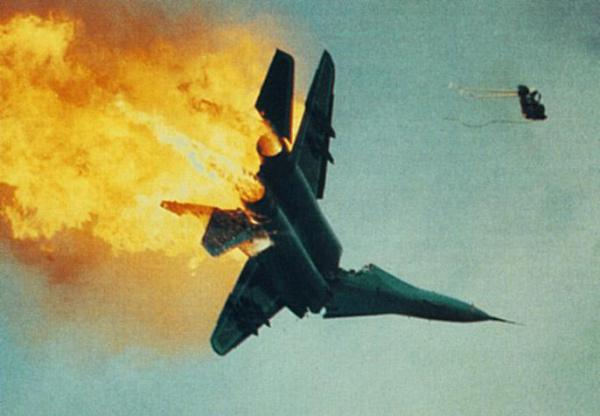 aviation-show-jet-fighter-crash-photo-mid-air-plane-collision2